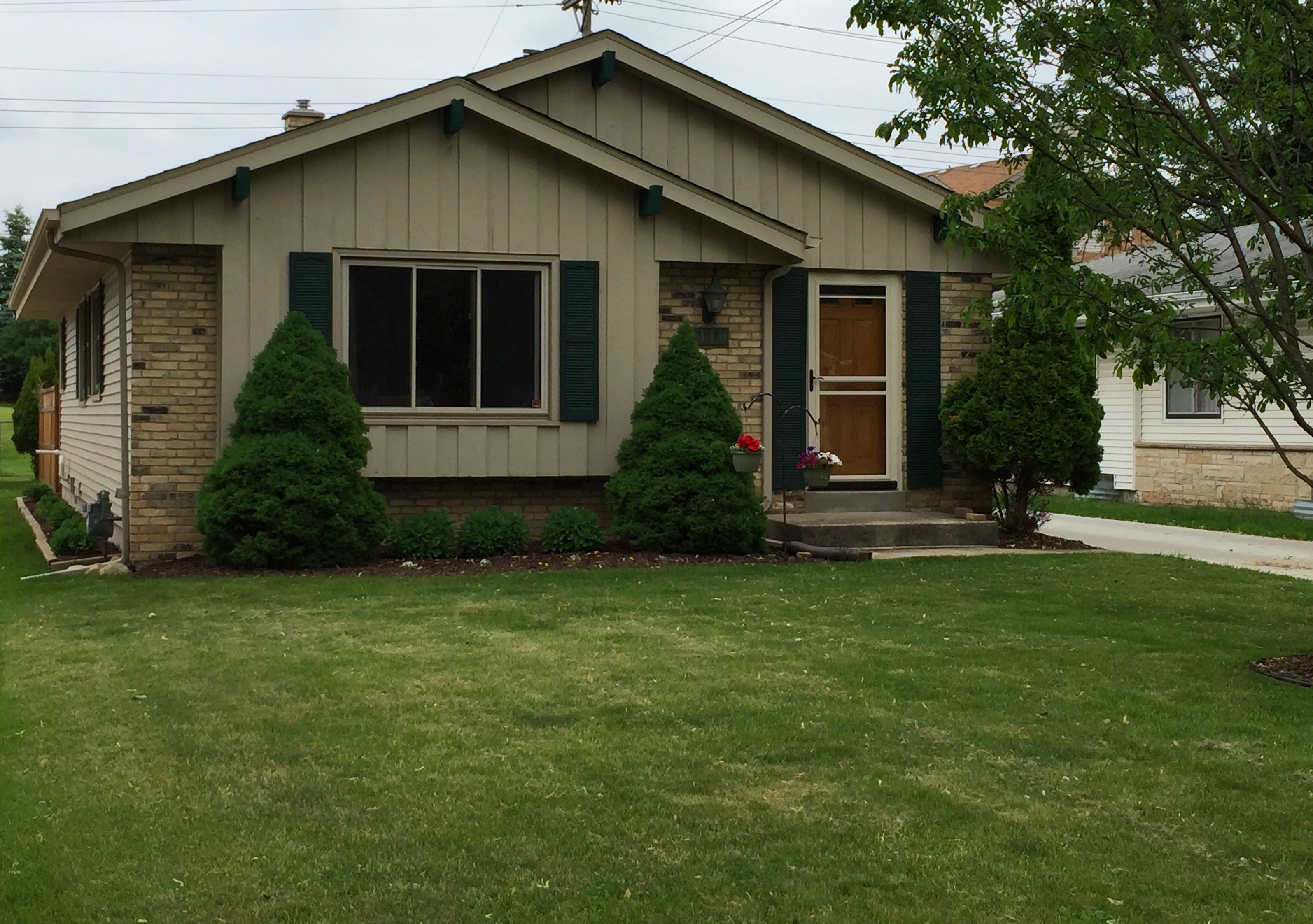 3 Bedroom, 1.5 Bath Wauwatosa Ranch with Many Upgrades for only $199,900!!!